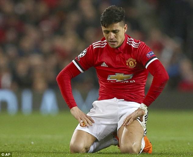 Man Utd thua sốc, các chuyên gia đổ xô chê bai Sanchez - Ảnh 1.