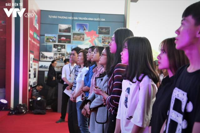 Gian trưng bày của VTV tại Hội Báo toàn quốc 2018 thu hút khán giả với công nghệ thời 4.0 - Ảnh 8.