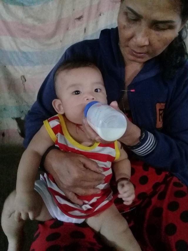 Mẹ lâm trọng bệnh, bé trai 8 tháng tuổi khát sữa - Ảnh 6.