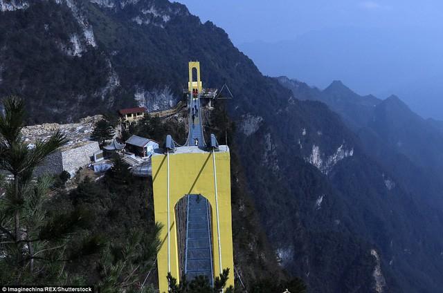 Trung Quốc mở cửa cầu đáy kính cao hơn tòa nhà 65 tầng - Ảnh 8.