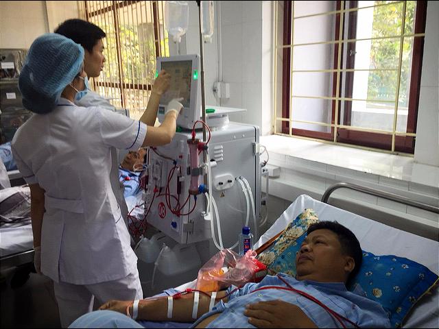 Đơn nguyên thận nhân tạo tại Bệnh viện đa khoa tỉnh Hòa Bình hoạt động trở lại - Ảnh 2.