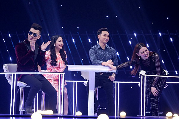 Cặp đôi một thời Ưng Hoàng Phúc - Thu Thủy song ca ngọt ngào trên sóng truyền hình - Ảnh 2.