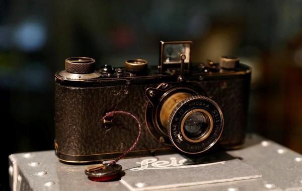 Chiếc máy ảnh đắt nhất thế giới được bán với giá 2,95 triệu USD - Ảnh 1.