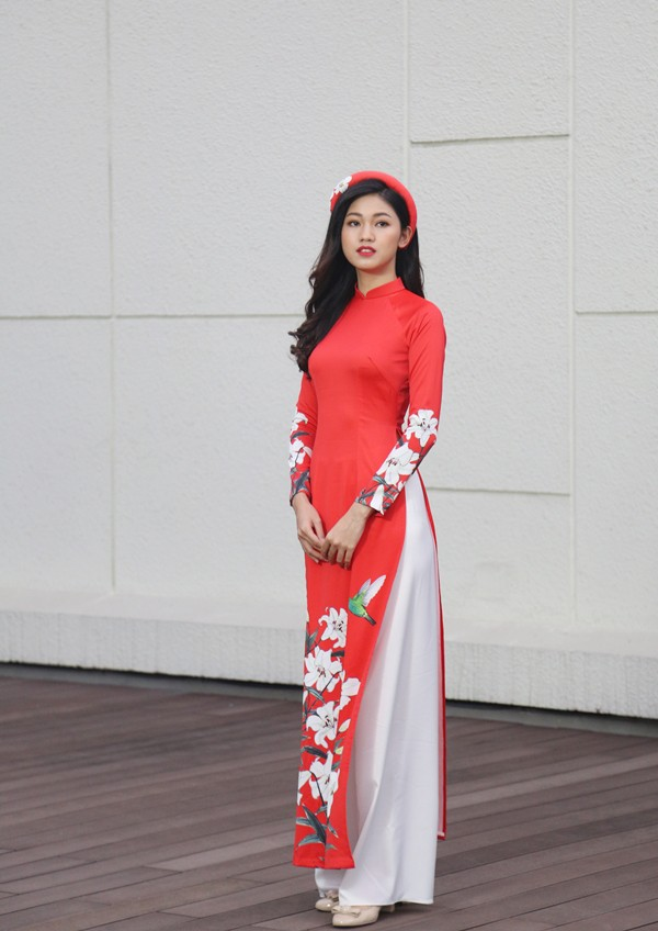 Á hậu Thanh Tú đẹp hút hồn trong tà áo dài truyền thống - Ảnh 3.