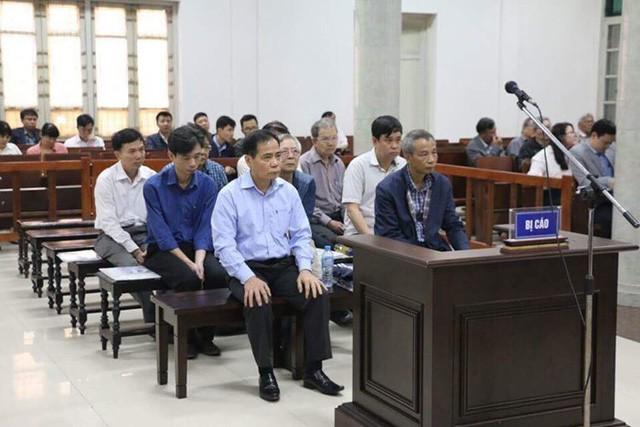 9 bị cáo hầu tòa trong vụ 18 lần vỡ đường ống nước sông Đà - Ảnh 1.