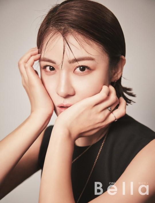 Ha Ji Won trở lại công việc sau cái chết của em trai - Ảnh 1.
