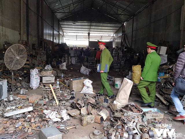 Vụ nổ ở Bắc Ninh: Phát hiện thêm viên đạn kích thước 15.5 cm ở một kho khác - Ảnh 2.