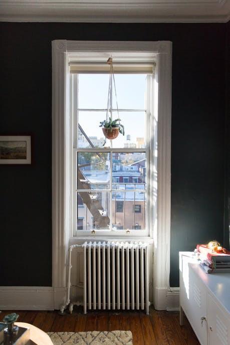 Nhặt nhạnh bí kíp tô điểm không gian sống nhỏ hẹp qua căn hộ ở Brooklyn - Ảnh 3.
