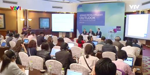 ADB dự báo tăng trưởng Việt Nam sẽ đạt 7,1% năm 2018 - Ảnh 1.