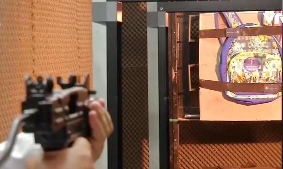 Ba lô, áo chống đạn cho trẻ em -  Mặt hàng bán chạy tại nhiều nước - Ảnh 1.
