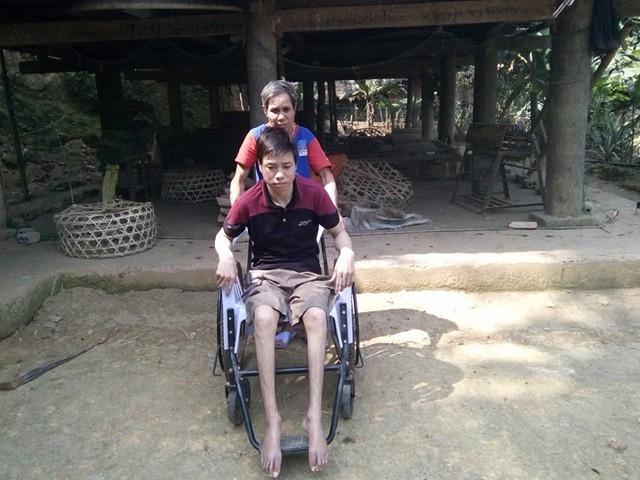 Nỗi tuyệt vọng cùng cực của chàng trai bất ngờ bị tai nạn liệt đôi chân - Ảnh 2.