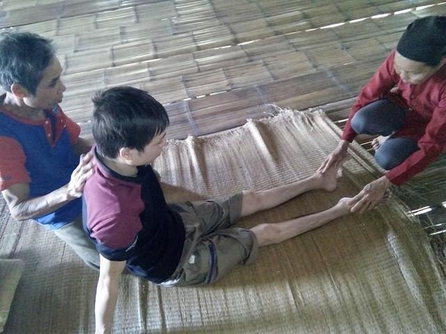 Nỗi tuyệt vọng cùng cực của chàng trai bất ngờ bị tai nạn liệt đôi chân - Ảnh 3.