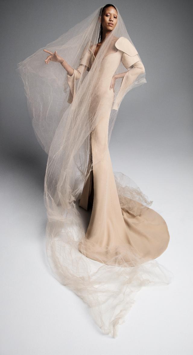 Váy cưới của Vera Wang cho mùa Xuân 2019... mong manh tựa sương khói - Ảnh 7.