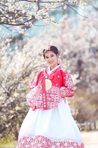 Hoàng Yến Chibi khoe vẻ đẹp trong veo giữa tiết trời Hàn Quốc - Ảnh 5.