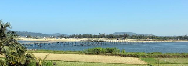 Cây cầu gỗ dài nhất Việt Nam: Điểm đến hấp dẫn tại Phú Yên - Ảnh 2.