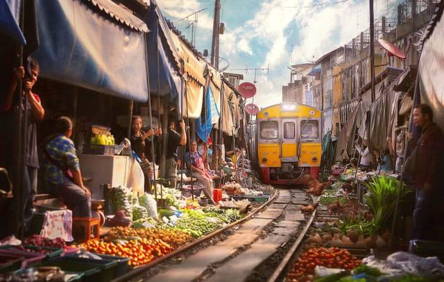 Đến thăm phiên chợ nguy hiểm nhất thế giới - Ảnh 3.