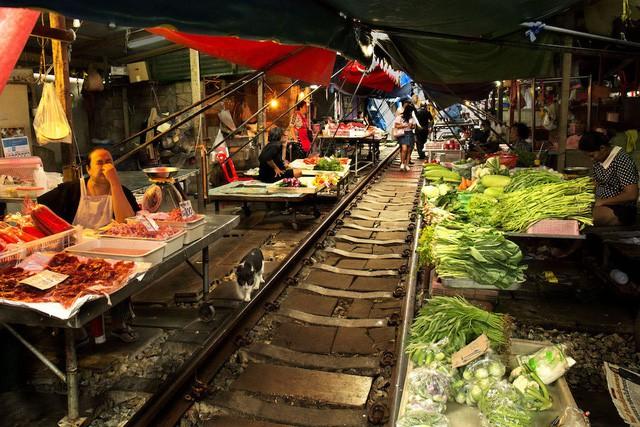 Đến thăm phiên chợ nguy hiểm nhất thế giới - ảnh 4