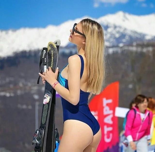 Nghìn người đẹp diện bikini khoe dáng giữa trời tuyết trong mùa lễ hội - ảnh 5