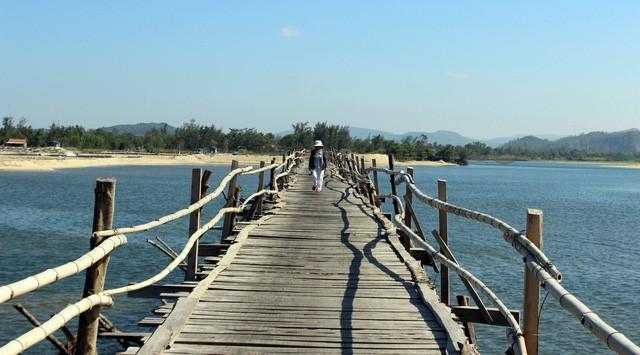 Cây cầu gỗ dài nhất Việt Nam: Điểm đến hấp dẫn tại Phú Yên - Ảnh 7.