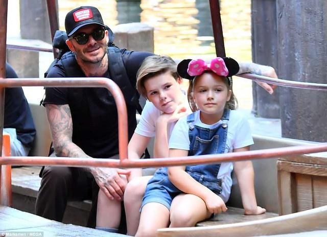 Gia đình Beckham vui vẻ đi chơi ở Disneyland - Ảnh 7.
