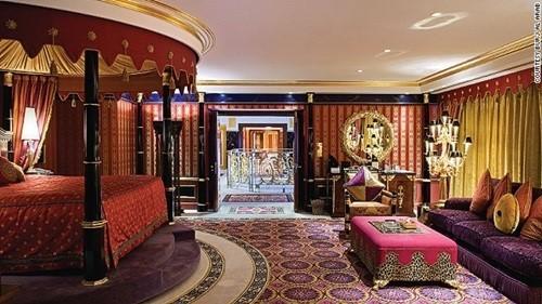 Ngợp mắt với sự xa hoa ở những khách sạn đắt đỏ nhất thế giới - Ảnh 8.
