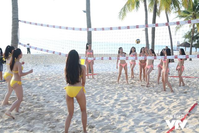 Người đẹp Hoa hậu Biển Việt Nam toàn cầu 2018 căng tràn sức sống tại bãi biển Phú Quốc - Ảnh 2.