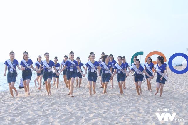 Người đẹp Hoa hậu Biển Việt Nam toàn cầu 2018 căng tràn sức sống tại bãi biển Phú Quốc - Ảnh 6.
