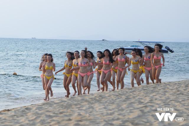 Người đẹp Hoa hậu Biển Việt Nam toàn cầu 2018 căng tràn sức sống tại bãi biển Phú Quốc - Ảnh 5.