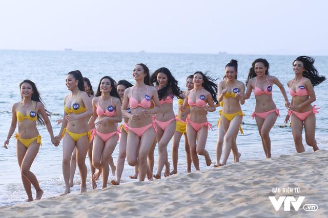 Người đẹp Hoa hậu Biển Việt Nam toàn cầu 2018 căng tràn sức sống tại bãi biển Phú Quốc - Ảnh 4.