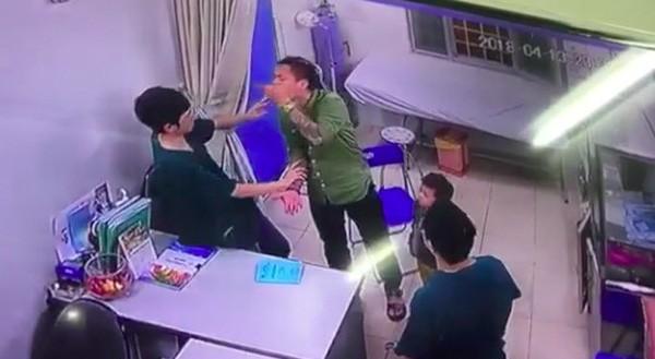 Lãnh đạo bệnh viên Xanh Pôn từ chối cung cấp nội dung đối thoại giữa bác sỹ bị hành hung và người nhà bệnh nhân - ảnh 1
