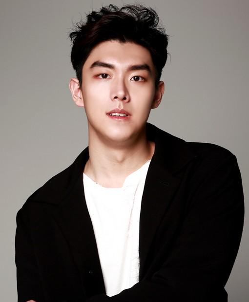 Điểm danh dàn diễn viên trong phim truyện Hàn Quốc Mãi mãi tuổi thanh xuân - Ảnh 3.