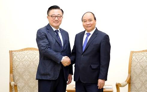 Thủ tướng đề nghị Samsung tiếp tục mở rộng đầu tư tại Việt Nam - Ảnh 1.
