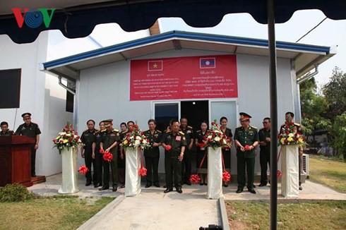 Việt Nam bàn giao Trung tâm mô phỏng huấn luyện chiến đấu cho Lào - Ảnh 1.