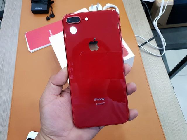 iPhone 8 Plus màu đỏ chính hãng lên kệ, giá 23 triệu đồng - Ảnh 1.