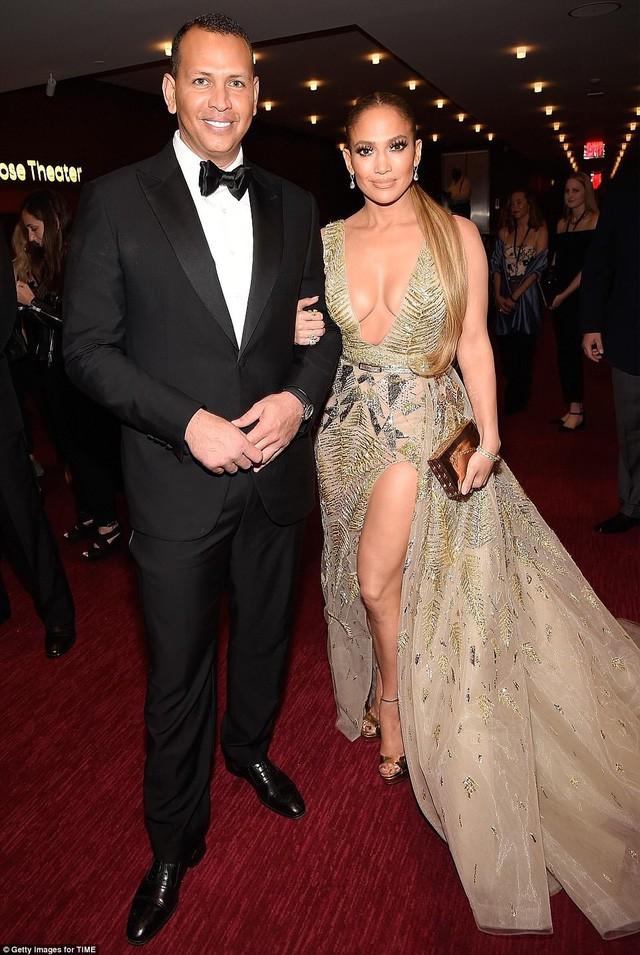 Jennifer Lopez tỏa sáng tại Gala tôn vinh 100 nhân vật có ảnh hưởng nhất thế giới - Ảnh 1.