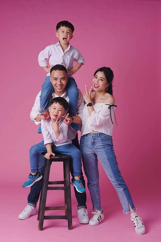 MC Hoàng Linh khoe bộ ảnh gia đình cực đáng yêu - Ảnh 2.