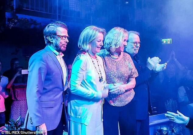 Nhóm ABBA lần đầu tiên phát hành sản phẩm âm nhạc sau 35 năm - Ảnh 1.