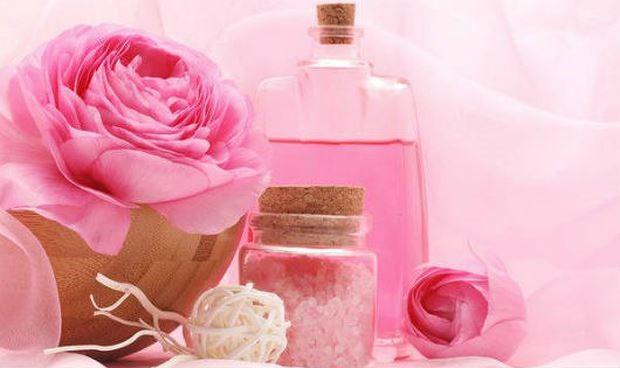 10 công dụng mới lạ của nước hoa hồng - Ảnh 1.