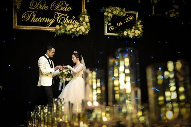 MC Đức Bảo Chúng tôi là chiến sĩ đắm đuối hôn cô dâu trong lễ cưới - Ảnh 8.