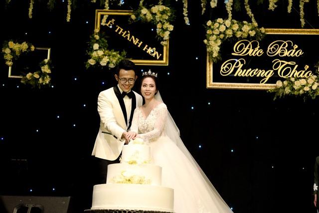 MC Đức Bảo Chúng tôi là chiến sĩ đắm đuối hôn cô dâu trong lễ cưới - Ảnh 9.