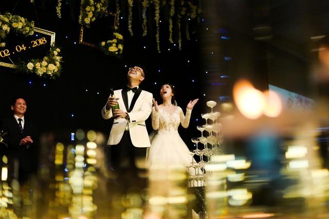 MC Đức Bảo Chúng tôi là chiến sĩ đắm đuối hôn cô dâu trong lễ cưới - Ảnh 10.