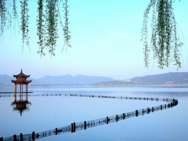 15 hồ có vẻ đẹp hút hồn nhất thế giới - Ảnh 7.