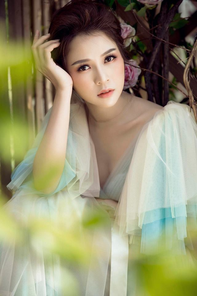 Con gái Thân Thúy Hà đẹp bay bổng trong bộ ảnh mới - Ảnh 3.