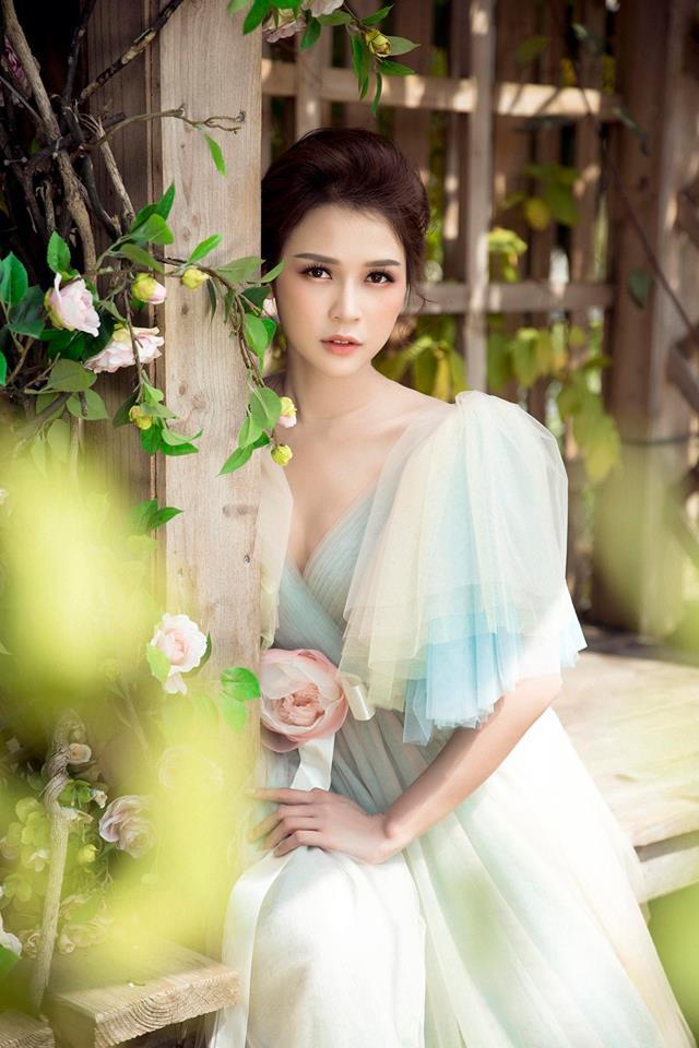 Con gái Thân Thúy Hà đẹp bay bổng trong bộ ảnh mới - Ảnh 1.