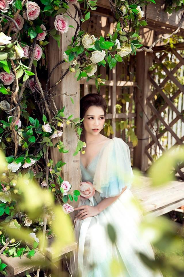 Con gái Thân Thúy Hà đẹp bay bổng trong bộ ảnh mới - Ảnh 9.