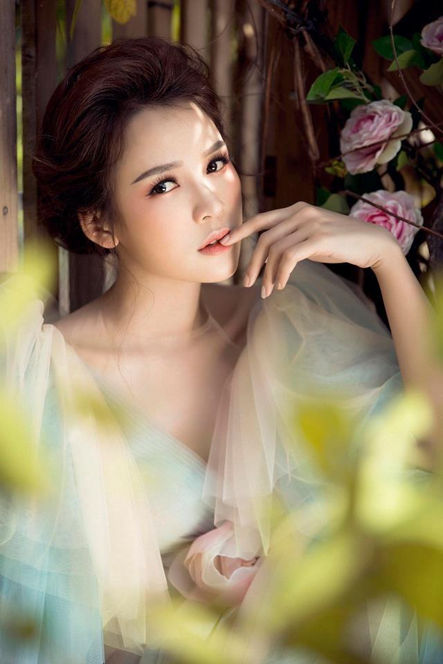 Con gái Thân Thúy Hà đẹp bay bổng trong bộ ảnh mới - Ảnh 4.
