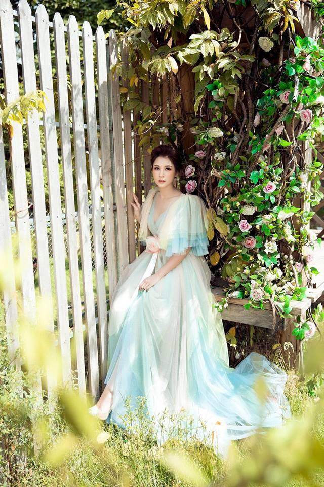 Con gái Thân Thúy Hà đẹp bay bổng trong bộ ảnh mới - Ảnh 6.
