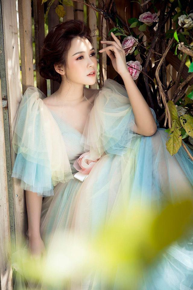 Con gái Thân Thúy Hà đẹp bay bổng trong bộ ảnh mới - Ảnh 5.