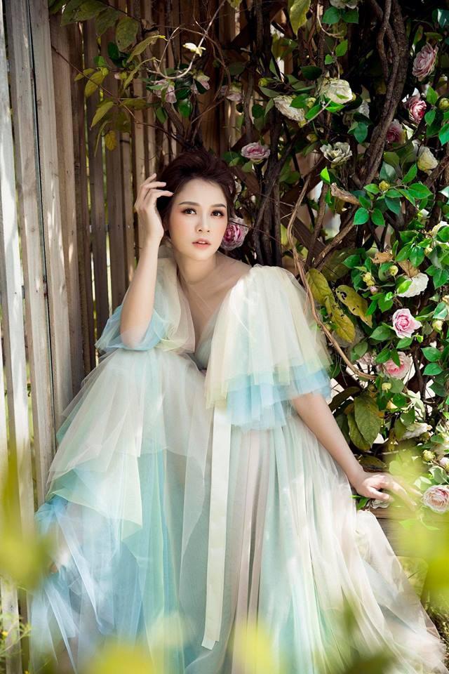 Con gái Thân Thúy Hà đẹp bay bổng trong bộ ảnh mới - Ảnh 8.