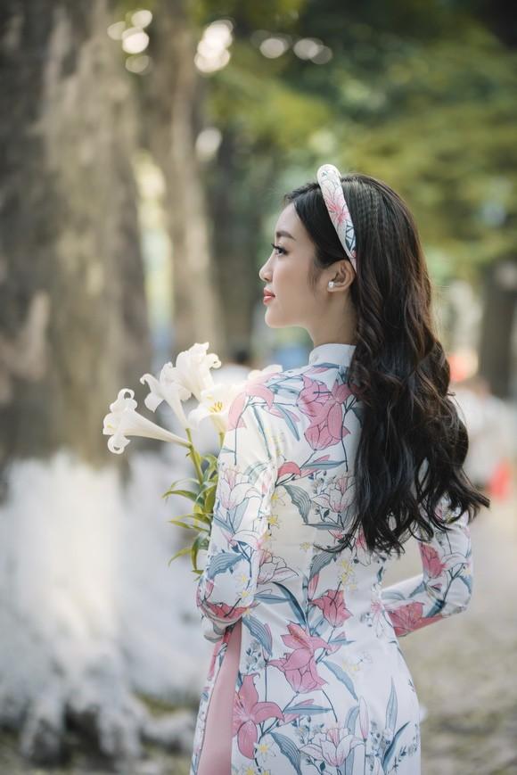 Ngọc Hân và Mỹ Linh như chị em sinh đôi trong bộ ảnh áo dài - Ảnh 6.